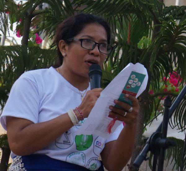 Dok AIDA - Ni Luh Erniati membacakan puisi karyanya saat peringatan 13 tahun Bom Bali.