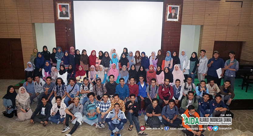 Foto Bersama Bedah Film Tangguh - Mahasiswa Universitas Negeri Jakarta